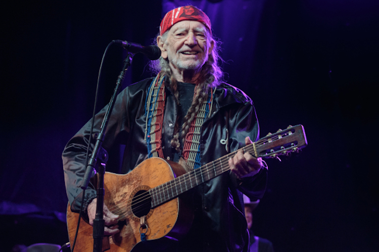 Willie Nelson Bringing Outlaw Music Festival to Phoenix