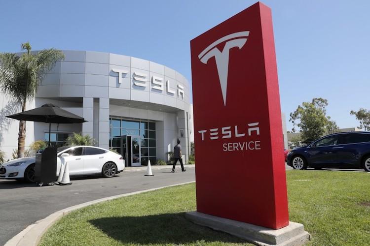 Tesla to Build Service Center in Glendale
