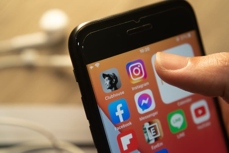 10 Apps to Remove from your Smartphone to Protect Data
